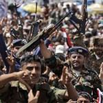 Jemen: robbanás egy ellenzékbe állt tábornok parancsnokságán