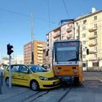 Villamos és taxis ütközött a Móriczon – fotó