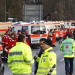 Frontálisan ütközött két vonat Bajorországban – többen meghaltak