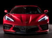 Itt a teljesen új Corvette, amelynek már hátul üvölt a motorja