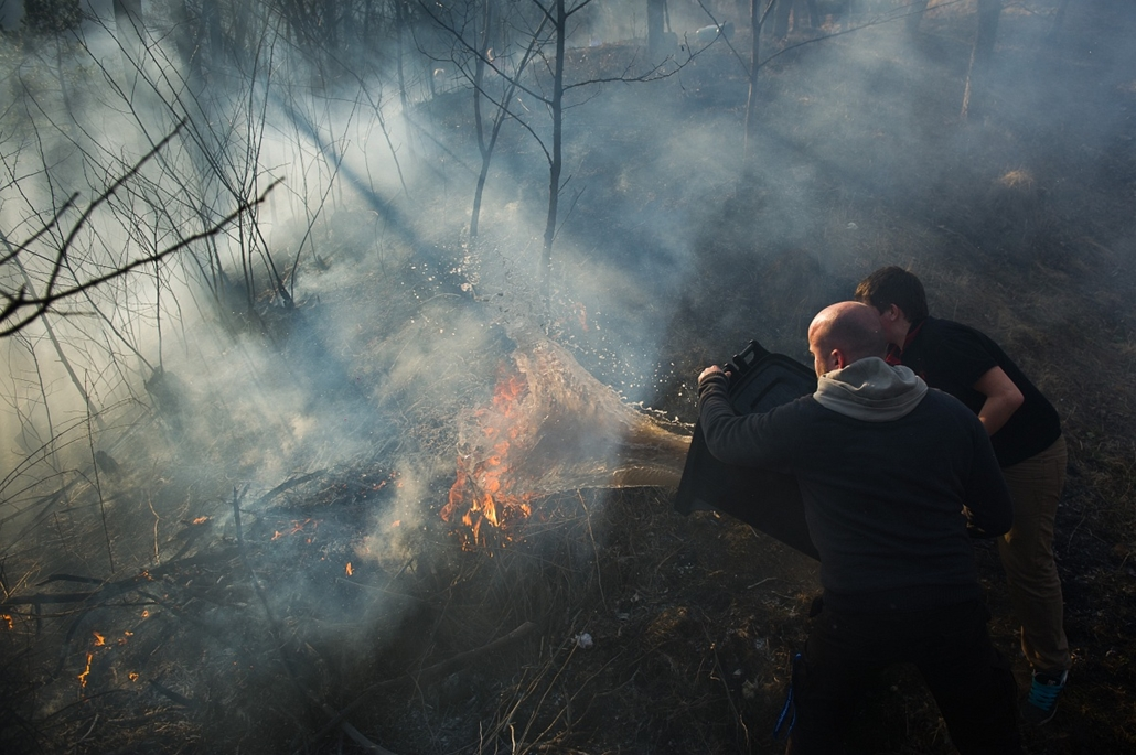 2012.03.17.  - Turisták és helyiek oltanak bozóttüzet Telkibányán. A nagy szárazság miatt 1400 tűzesethez riasztották a tűzoltókat a napokban. - évképei