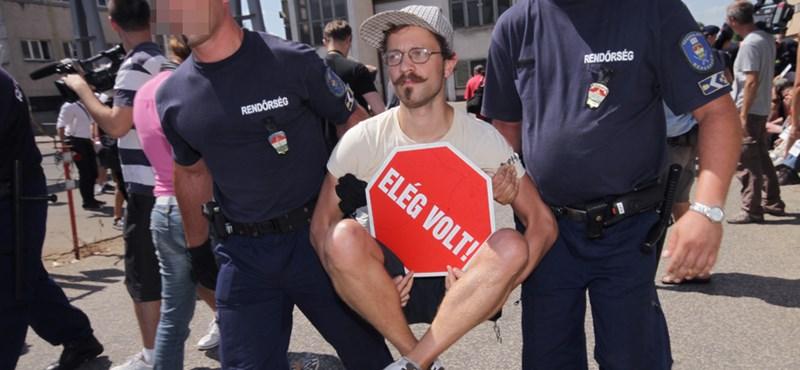 Miért fáj Kövér Lászlónak, ha egy ellenzéki párt egy magáncégnél tiltakozik?