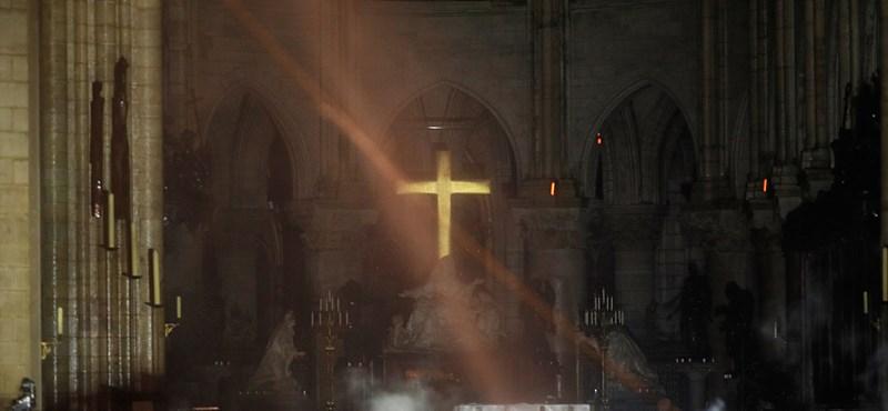 Íme az első fotók a leégett Notre-Dame belsejéből