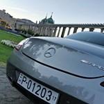 Hamilton James Bondként közlekedik Budapesten – fotógaléria