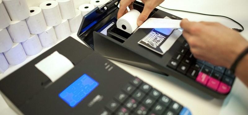 A pénzváltók, az autószervizek és a taxik is sorakozhatnak az online kasszáért
