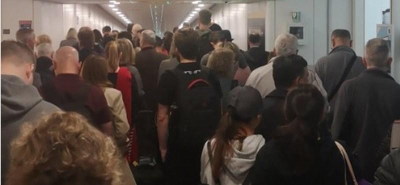 Elromlott a Heathrow útlevél-ellenőrzője, gigantikus sorok alakultak ki
