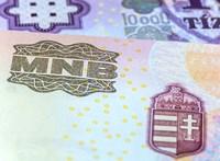 Januártól átlagosan 30 százalékkal emelkedik a központi közigazgatásban dolgozók bére