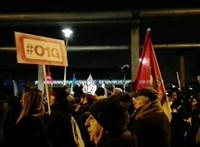 Pénzeken is terjed a tüntetések fő jelszava – fotó