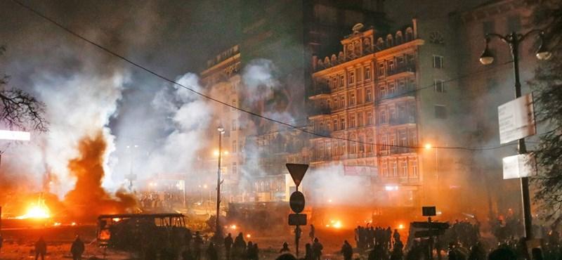 Klicsko tárgyalni próbált, provokátorokat keresnek a tüntetők