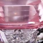 Tizennyolc karátos rózsaszín gyémántot árvereznek el Genfben