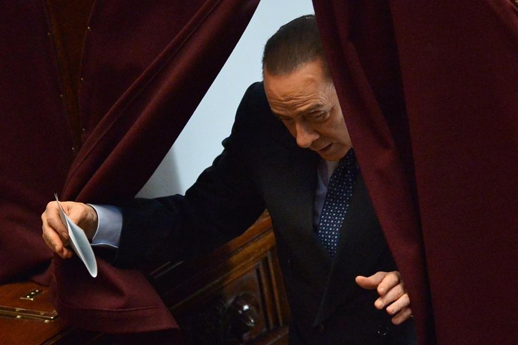 Olasz elnökválasztás, Silvio Berlusconi, Róma, 2013. április 18. Silvio Berlusconi volt olasz miniszterelnök, a Szabadság Népe (PdL) jobbközép párt elnöke leadja szavazatát Giorgio Napolitano távozó olasz államfő utódjának megválasztásán a római parlament
