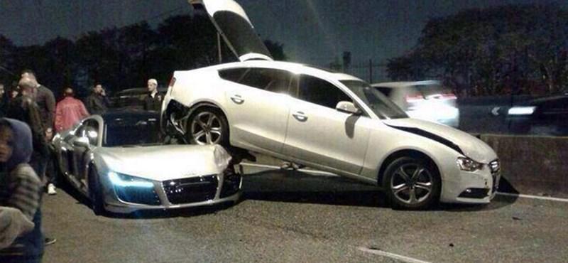R8-as Audi fúródott egy A5 Sportback alá az autópályán - videó