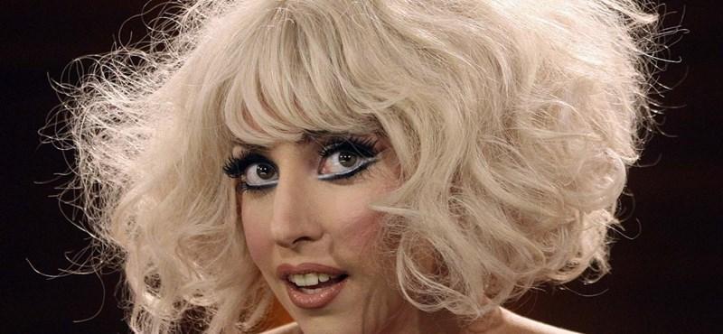 Lady Gaga fiatalokat és melegeket segít