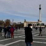 Rendőrök vetettek véget az üzletnyitásért tartott tüntetésnek a Hősök terén