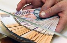 Úgy vannak a magyarok a készpénzzel, mint egy rossz házassággal