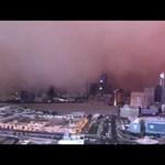 Amatőr videók: homokvihar csap le a felhőkarcolókra