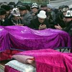 Halottaikat siratják a kirgizek, 23 házat rombolt le az irányt tévesztő gép
