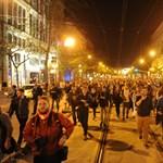 Nem ért véget a Kossuth téren a CEU melletti tüntetés