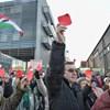 Néhány száz tüntető, 60 rendőr - ilyen volt a tüntetés az MTVA székháznál