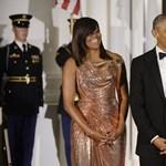 """""""Szeretlek!"""" – 25 évvel ezelőtti esküvői fotóval kívánt boldog házassági évfordulót Michelle Obama"""