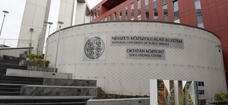 Megkérdezték a honvédelmi minisztert a kicenzúrázott Petőfi-versről