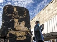 52 darab 3000+ éves szarkofágot és egy halotti templomot találtak Egyiptomban