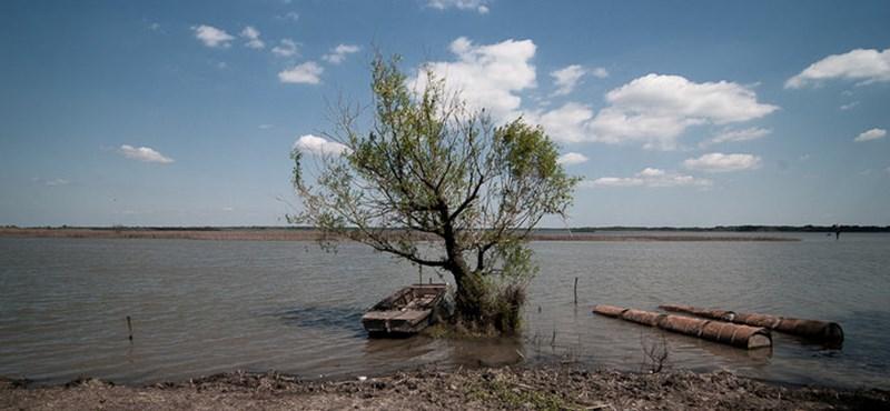 Agyatlan ötlettel tüntettek el uniós milliárdokat a Tisza-tóban