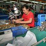 3,6 forintot kapnak a gyári munkások a majdnem 13 ezer forintos Disney-babák után