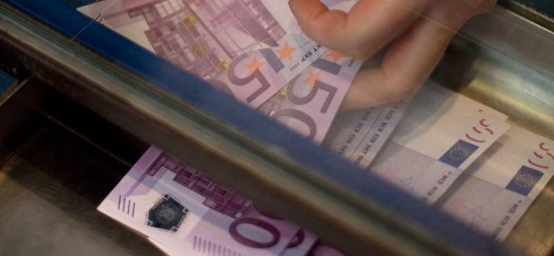 A kormány ráfanyalodik a külföldi hitelre