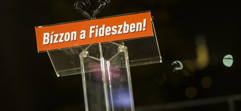 A személyi igazolványok kiállításához hasonlította az 1300 menekült befogadását a Fidesz