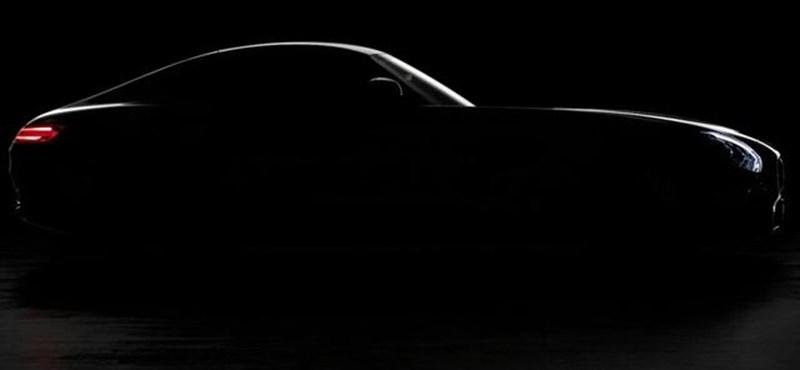 Ilyen a hangja a sirályszárnyú Mercedes utódának