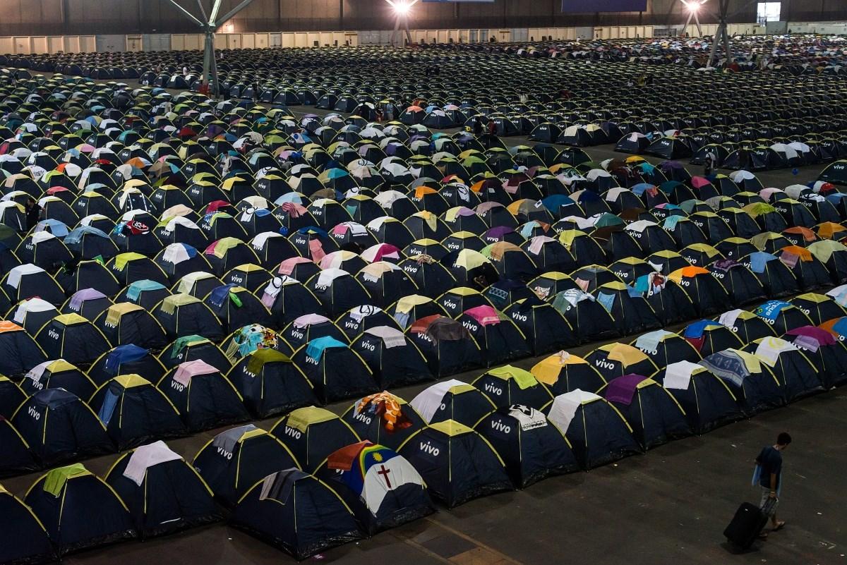Fotók: sátrakkal mentek a brazil IT-találkozóra