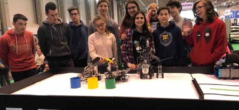 Nyolcadikos AKG-s diákok a legjobb robotkatapult-készítők