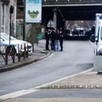 Több embert is megkéseltek Párizs mellett, a rendőrség lelőtte az elkövetőt