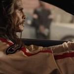A múltba tolatva: Steven Tyler újra 25 éves lett - videó