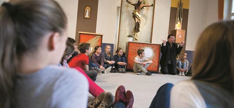Hasítanak az egyházak az iskolás gyerekek körében