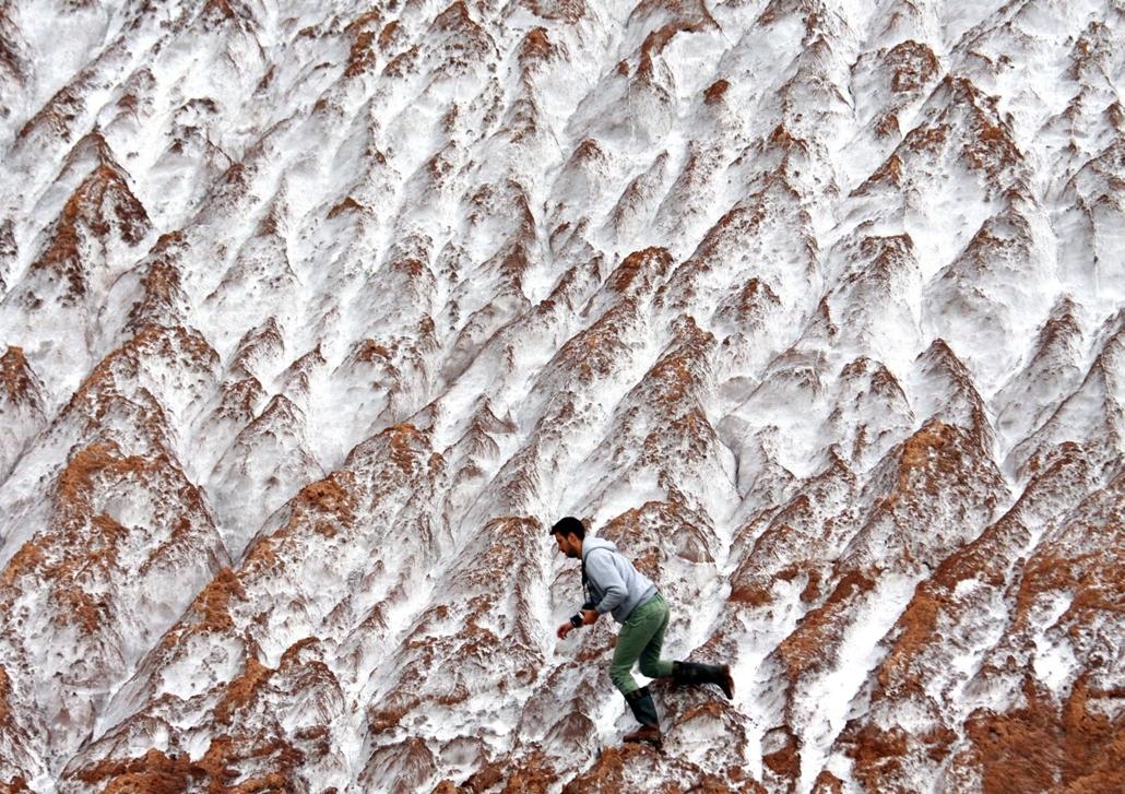 afp.14.09.10. - Soligorsk, Fehéroroszország: fotós a helyi sóbányából származó kicsapódott káliumhalmon -  - 7képei