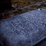 A síremlékek fedelével csencselt egy temetői gondnok