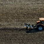 1200 hektár földdel segítené a rászorulókat a kormány