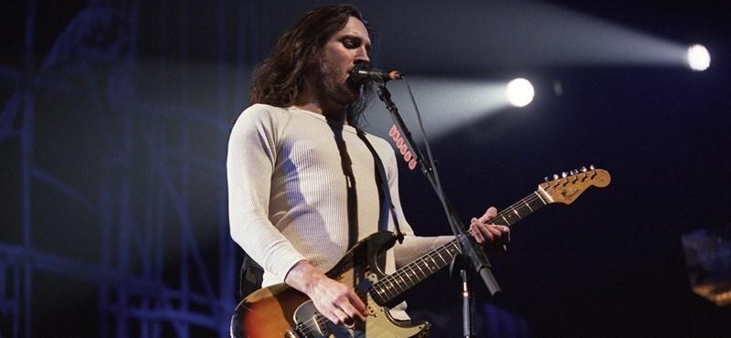 Aki négyszáz szellem hangját hallotta a fejében – John Frusciante 50 éves