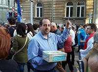 120 ezerre bírságoltak egy ellenzéki politikust a dudálós tüntetésen