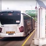 Szélturbinákat hajtanak az elszáguldó buszok levegőjével Isztambulban – videó