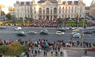 Füttyszó fogadta a fideszes képviselőket Győrben, Borkai nem jelent meg