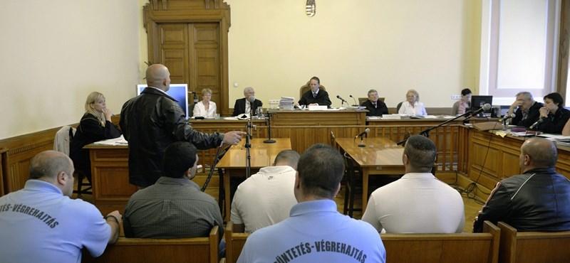 Korlátlan szigorral reagál a Fidesz az ároktői gyilkosok szökésére