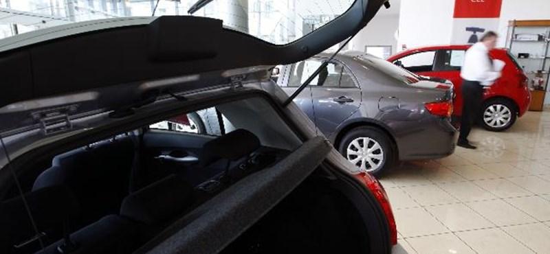 A gyerek autóját is elszámolhatná költségnek a vállalkozó