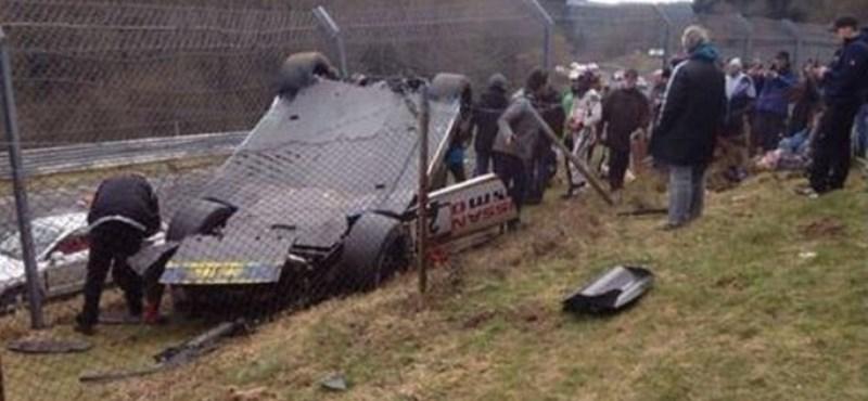 Nézők közé repült egy versenyautó, halál a Nürburgringen