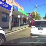 Instant karma: kiszállt balhézni a sofőr, csak a kéziféket felejtette el behúzni – videó