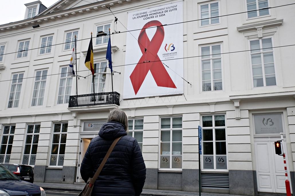 afp.17.12.01. - Brüsszel, Belgium: Az AIDS világnap főpróbája Brüsszelben 2017 december 1-én.  - aids világnap nagyítás