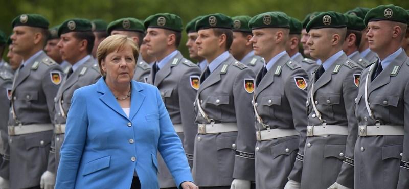 Megint teljes testében remegett Angela Merkel