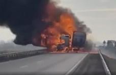 Hatalmas lángokkal égett egy kamion Kecskemétnél